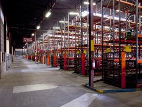 Opp: 1.500m²<br /> <br /> Specificaties magazijn:<br />  vloer: polibeton<br />  dak: geprofileerde staalplaat<br />  verwarming: warme luchtblaz