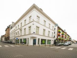 Prachtig gerenoveerd handelspand in het Museum Boulevard complex,gelegen op een prestigieuze locatie in het centrum van Brussel op een boogscheut van