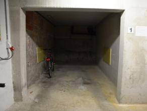 Staanplaats (nr.1) met plaats voor 1 wagen.<br /> <br /> Lengte: 6,00 m<br /> Hoogte: 2,10 m<br /> Breedte poort: 2,20 m<br /> <br /> - Huurprijs: € 8