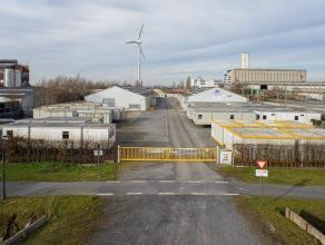 Centraal gelegen bedrijfsgebouw op industriezone 'Herdersbrug' te Brugge.<br /> <br /> INDELING:<br /> - Kantoren bestaande uit burelen (18m² - 5