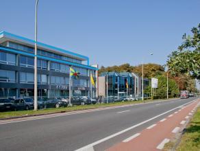 Kantoorruimtes (868m²) op derde verdieping (920m²) van het kantorengebouw A.I.P.M. <br /> <br /> - Kantorenverdieping (920m²)<br /> - T