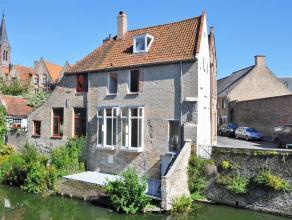 Prachtig afgewerkte gemeubelde woning met 2 slaapkamers, 2 badkamers en mooi terras aan de Speelmansrei! De woning is rustig gelegen en biedt de bewon