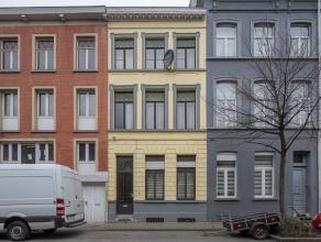 Deze ruime herenwoning met 4 slaapkamers en een stadstuin bevindt zich op een goede locatie binnen de kleine ring van Gent, vlakbij de Portus Ganda. H