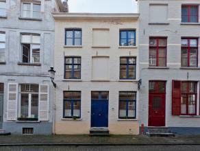Charmante woning in hartje Brugge, op wandelafstand van de Burg en markt, winkels en openbaar vervoer. De woning beschikt over 2 slaapkamers + mezzani