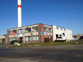 Kantoor (200m²) op de eerste verdieping met garagebox en ruime parking voor zeven tot veertien wagens.<br /> <br /> Indeling:<br /> - Inkom met s