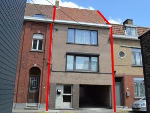 Te renoveren appartementsgebouwtje met twee 2-slaapkamerappartementen en 2 garages op rustige ligging nabij centrum.<br /> <br /> INDELING:<br /> <br