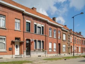 Op te frissen, karaktervolle woning in het centrum van Ronse, vlakbij het station. Voorzien van 2 slaapkamers, mogelijkheid om uit te breiden tot 4 ru