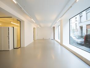 Prachtig gerenoveerde handelsruimte in het Museum Boulevard complex, gelegen op een prestigieuze locatie in het centrum van Brussel op een boogscheut