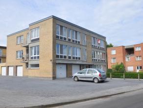 Gezellig appartement met 2 slaapkamers, terras en garage. Gelegen nabij het centrum van Sint-Michiels met vlotte verbinding naar Brugge en autosnelweg