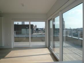 Dit moderne en schitterend gelegen dakappartement geniet van een kwalitatieve afwerking, een magnifiek terras, prachtig uitzicht,...<br /> <br /> Het
