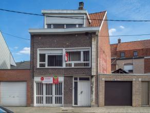 Dit huis is gelegen nabij het centrum van Roeselare en beschikt over 2 slaapkamers en een garage.<br /> <br /> INDELING<br /> <br /> Op het gelijkvloe
