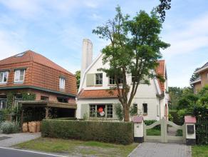Prachtige, door groen omgeven, villa met 3 slaapkamers en tuin. Geniet een zeer vlotte verbinding met Brugge en autosnelwegen.<br /> <br /> Indeling:<