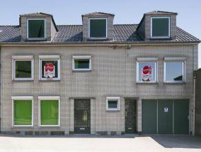 Deze uitzonderlijke eigendom is gelegen in het centrum van Ooigem. Deze eigendom bestaat uit een éénslaapkamer appartement en een ruime