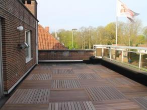 Dakappartement met groot zonneterras en mooi zicht op het Koningin Astridpark. <br /> <br /> <br /> Instapklaar appartement dat volledig werd opgeschi