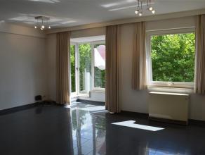 Knus en instapklaar appartement.<br /> Centraal gelegen op het St-Amandsplein<br /> <br /> Het appartement omvat:<br /> - inkom met apart toilet met h