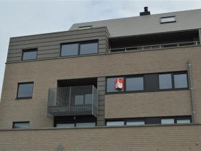 Ruime en lichtrijk nieuwbouwappartement vlakij het centrum van Roeselare met zeer gunstige ligging!<br /> <br /> Het appartement omvat:<br /> Een ruim