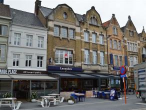 Zeer ruim, volledig gerenoveerd duplex-appartement aan de Grote Markt in Roeselare!<br /> <br /> De duplex omvat:<br /> een inkom - een ruime keuken v