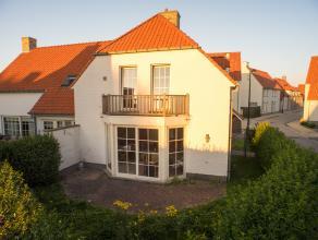 Deze instapklare, half-open woning is gelegen in Knokke-Heist, op een boogscheut van het centrum en strand van Duinbergen.<br /> <br /> Indeling: <br