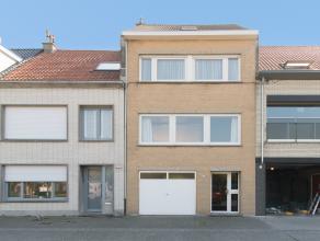 Deze goed onderhouden bel-étage woning is gelegen in de rustige en aangename omgeving van de Vuurtorenwijk te Oostende. De woning bevindt zich