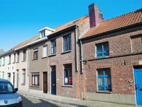 Centraal en rustige gelegen rijwoning met 3 slaapkamers en leuk terras.<br /> <br /> INDELING:<br /> Glvl: Inkom - woonkamer (30m²) - keuken (8m&