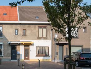 Deze rijwoning is gelegen in een rustige woonbuurt vlakbij de Nieuwpoortsesteenweg en de Elisabethlaan. Daardoor bevindt u zich vlakbij tal van voorzi