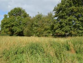 Dit rustig gelegen stuk bouwgrond op ca. 877m² gelegen te Roeselare - Beveren is geschikt voor villabouw.<br /> Perceelbreedte van ca. 18 m en di