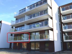 Nieuwbouwappartement aan de kaai op de eerste verdieping. Gelegen op wandelafstand van het centrum van Ieper. Lift aanwezig! <br /> De indeling:<br />