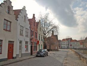 Deze gezellige instapklare woning met Brugse trapgevel is gelegen langs aan één van de mooiste reitjes die Brugge rijk is. <br /> <br />