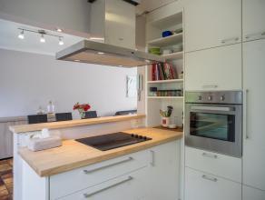 Deze gerenoveerde woning, gelegen in een rustige woonwijk te Sint-Joris (Beernem), beschikt over 3 slaapkamers, een ruime garage en een gezellige tuin