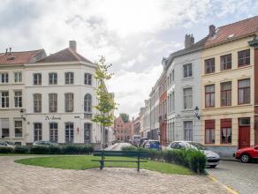Handelspand met privé-appartement op een rustige ligging in het gekend Sint-Anna kwartier in het centrum van Brugge.<br /> <br /> Indeling:<br