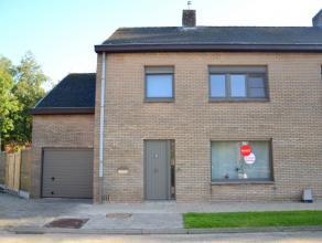Deze gezinswoning is gelegen in de rand van Brugge. Het huis beschikt over 3 slaapkamers, aangename living met ruime keuken en een zonnige tuin.<br />