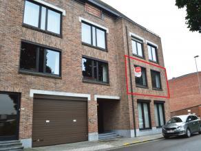 Appartement gelegen op de eerste verdieping in Ieper en op wandelafstand van de winkels (Delhaize, Brico...). Voorzien van de nodige comfort (zonnewer