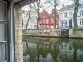 """Burgerwoning in centrum Brugge  bestaande uit een achterhuis met zicht op de Groenerei en een voorhuis met garage. In 1998 was er een """"kunstige herste"""