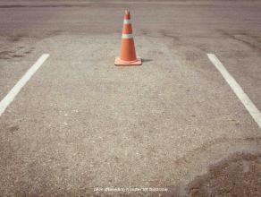 Gemakkelijk en eenvoudig parkeren aan de rand van het stadscentrum? Dan is deze dubbele autostaanplaats (twee wagens achter elkaar) iets voor jou! <br
