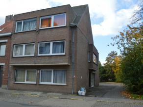 Opbrengsteigendom gelegen te Roeselare, Lindenstraat 79.<br /> <br /> Kenmerken:<br /> > 7 studio's - 1 garage - 6 staanplaatsen<br /> > Allemaa