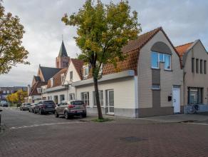 Dit ruim appartement met een handelspand op de gelijkvloers is gelegen in de rand van Brugge. Het appartement beschikt over een ruime living en 2 slaa