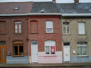 Huis gelegen op wandelafstand van het centrum van Ronse. Alle winkels liggen in de nabije omgeving. De woning moet gerenoveerd worden.<br /> <br /> In