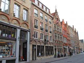 Ruim instapklaar appartement met 2 slaapkamers in het centrum van Brugge. Gelegen op wandelafstand van de markt.<br /> <br /> Indeling:<br /> 2°V.