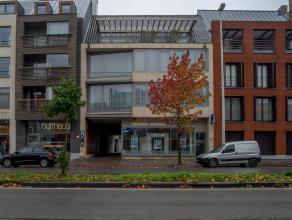 Centraal gelegen dakappartement met 2 terrassen (2 x 20 m²) in Brugge. Dit appartement geniet van veel lichtinval een mooi zicht. Er is een terra