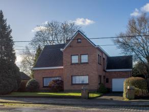 Op een grondoppervlakte van 1.012 m² vinden we deze gezinswoning met 4 slaapkamers (mogelijk 5) te koop. Gelegen nabij het centrum van Aalter met