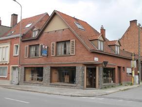 Te renoveren hoekwoning op interessante ligging nabij het centrum van Kortrijk.<br /> De woning beschikt over een woonoppervlakte van 160m² en he