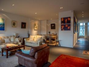 Dit luxe appartement is gelegen op de Kouter, centrum Gent, op de 2e verdieping en bestaat uit een grote leefruimte met veel lichtinval en een moderne