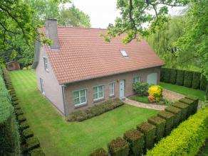 Dit residentieel gelegen eigendom op de grens tussen De Pinte & Sint-Martens-Latem geniet een grondoppervlakte van 1077m².<br /> <br /> Deze