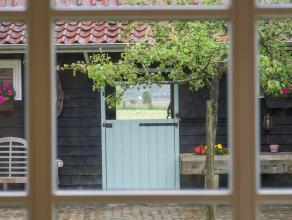 Deze prachtige villa is gelegen in het aangename Moerbeke-Waas omgeven door groen en weiden. Dit huis met paardenstallen is gelegen op een ha grond en