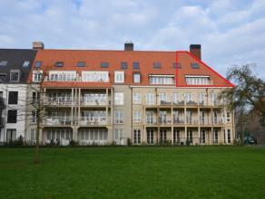 Nieuwbouw duplex appartement met 2 slaapkamers en staanplaats in Brugge.<br /> <br /> <br /> INDELING:<br /> 3°V.: Woonkamer (36m²) met open