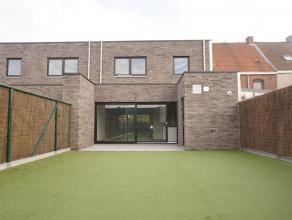 Ruime nieuwbouwwoning vlakbij centrum Waregem. De woning heeft een volledig afgesloten tuin met groot terras. De centrale ligging en sublieme afwerkin