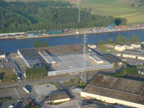 Bedrijfsgebouw met grote visibiliteit,  bestaande uit productieruimte (9.656m²), showroom/kantoren (2070m²) en parking. <br /> <br /> INDELI