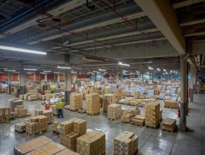 Bedrijfsgebouw met grote visibiliteit,  bestaande uit productieruimte (9.656m²) en ruime parking. <br /> <br /> INDELING:<br /> - Productiehal: (