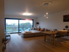 Dit appartement (96,2 m²) situeert zich op de derde verdieping in het nieuwbouwproject 'Blaisantpark'. <br /> Via de leefruimte heeft men breed e