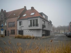 Het appartement omvat:<br /> inkom -  woonkamer met open keuken - slaapkamer - badkamer - terras - garage<br /> <br /> Specifieke kenmerken:<br /> - V